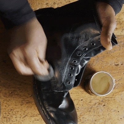 HOW TO CLEAN DOCS WITH BALSAM WAX